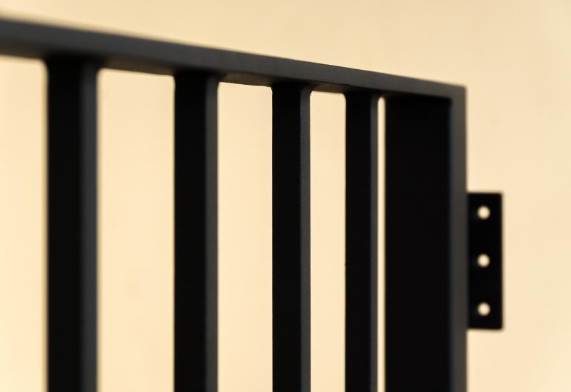 ロートアイアン,シンプル縦格子フェンス,手摺り,手すり,制作メーカー,特注制作,セミオーダー